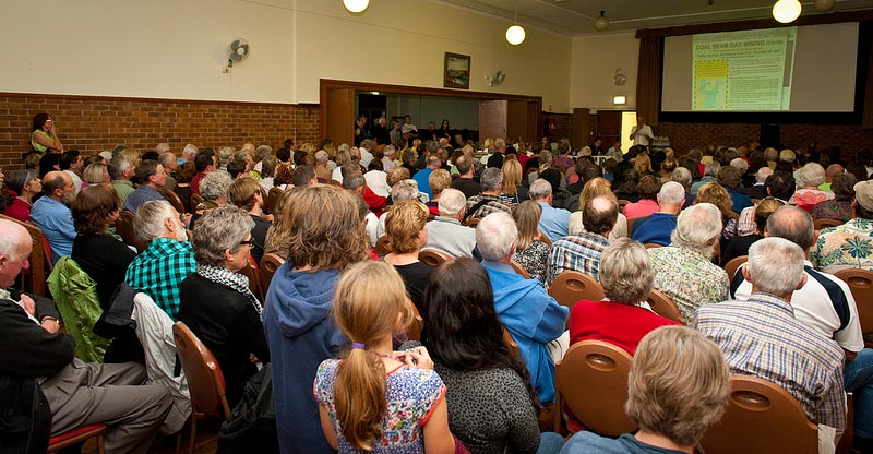 Crowd and Gerringong 3